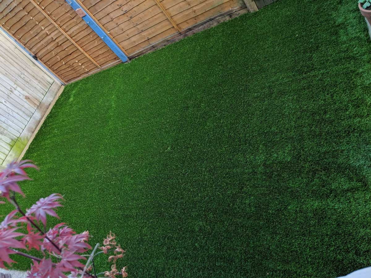 phto of a lovely artificial grass installation